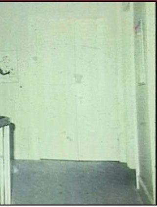 Prima di demolire questa casa gli operai hanno scattato una foto. Dopo averla vista si sono spaventati a morte Quotes